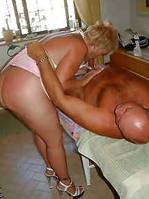 Mature girl gets naked