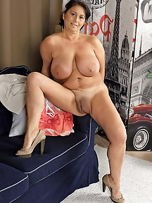 From MILF to GILF with Matures in between 252